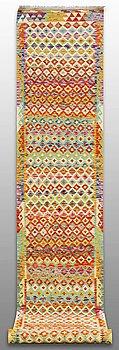 GALLERIMATTA, Kelim 598 x 80 cm.