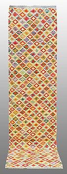 GALLERIMATTA, Kelim, ca 300 x 77 cm.