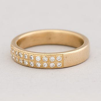A RING, brilliant cut diamonds, 18K gold.