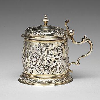 162. A German 17th century parcel-gilt silver tankard, mark of Hans Leonhard Huber, Augsburg (1637-1671).