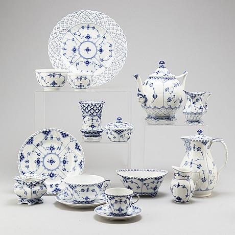 A royal copenhagen, musselmaalet service, 20th century. (46 pieces).