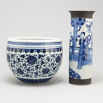 A blue and white pot and vase, Qing dynasty, late 19th century.