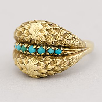 A RING, cabochon cut turqouise, 18K gold.