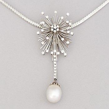 A NECKLACE, cultured pearl, brilliant cut diamonds, 18K white gold.