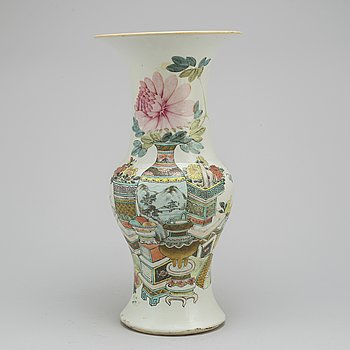A famille rose 20 th century vase.