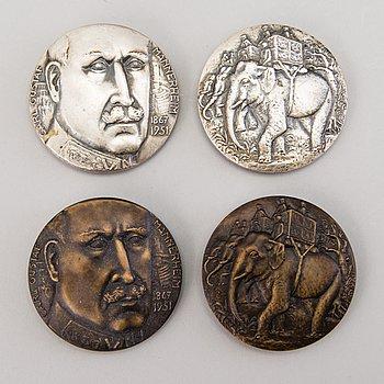 Two double medals in memory of Carl Gustaf Mannerheim, silver and bronze. Kauko Räsänen, Sporrong, silver medal 1977.