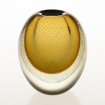 GUNNEL NYMAN Glass Vase, signed G. Nyman Nuutajärvi Notsjö.