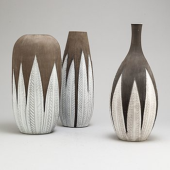 Three 'Paprika' earthen ware vases by Anna-Lisa Thomson from Upsala-Ekeby.