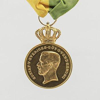MEDALJ, Kungliga Svenska Patriotiska Sällskapet, 18K guld. 1947. Vikt 29 gram.