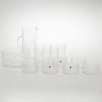 OIVA TOIKKA, a 13-piece 'Flora' glassware for Nuutajärvi Notsjö. In production 1966-1991.