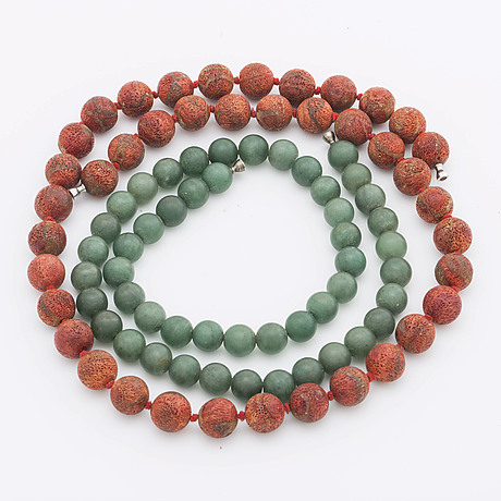 Lynggaard 2 rows,  beads of coral approx 10 mm and green beadsapprox 8,5 mm probably aventurine quartz
