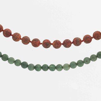 LYNGGAARD 2 rows,  beads of coral approx 10 mm and green beadsapprox 8,5 mm probably aventurine quartz.