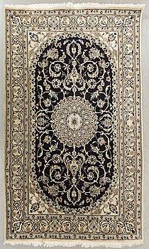MATTA Nain old part silk ca 246 x 159 cm.