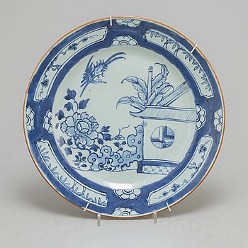 A blue and white dish, and three plates, Qing dynasty, 18th Century.