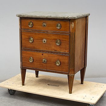 A Swedish late gustavian chest of drawers, late 18th century.
