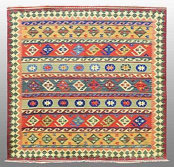 MATTA, Kelim Shiraz, ca 240 x 240 cm.