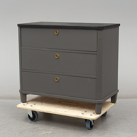 A mid 20th century gustavian style chest of drawers