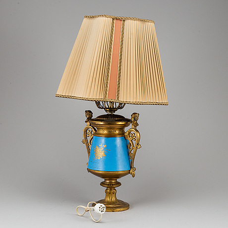 A french table lamp, early 20th century.