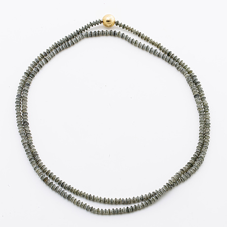 Ole lynnggard 2 rows of beads, onyx approx 13,5 mm and grey beads approx 4 mm, clasp in 18k gold