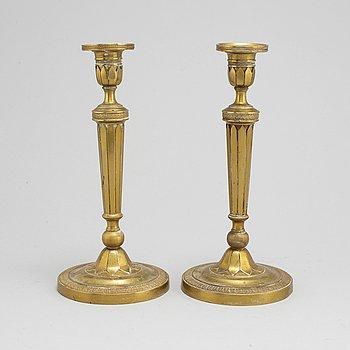 LJUSSTAKAR, ett par, mässing, Empirestil, 1800-talets slut.