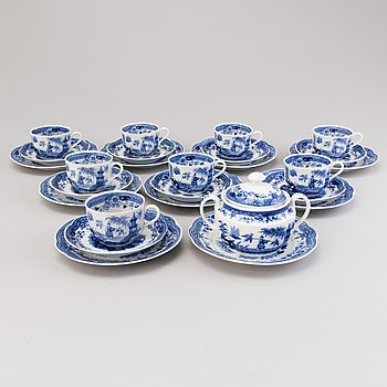A 26-piece 'Singapore' Arabia set of the first half of the 20th century.