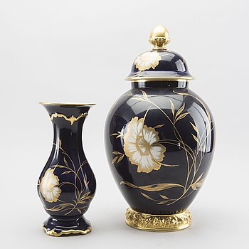 A Rosenthal porcelain vase and urn with lid, 20th century.