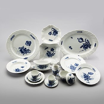 An 86 pcs Blå Blomst Royal Copenhagen porcelain dinner service, later part of the 20th century.