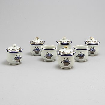 Seven porcelaine custard cups, China, circa 1800.