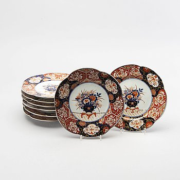 A set of 8 Imari porcelain plates.