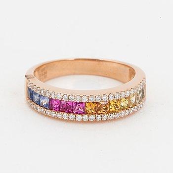 RING, med olikfärgade safirer och briljantslipade diamanter.