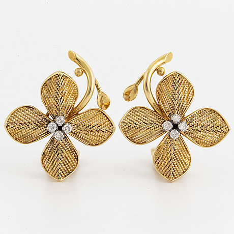 18k gold and eight cut diamond flower earrings
