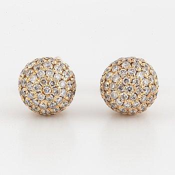 ÖRHÄNGEN, klotformade med briljantslipade diamanter.