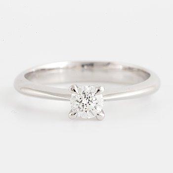 Solitaire 0,38 ct brilliant-cut diamond ring.