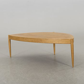 A Johannes Andersen Capri oak sofa table.