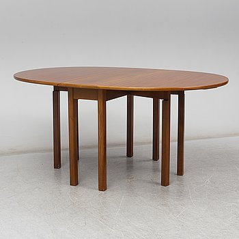GATE LEG TABLE, mahogany and pine, second half of the 20th century.