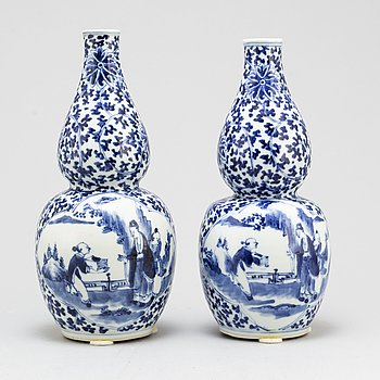 A pair of blue and white double gourd vases, Qing dynasty, Guangxu (1875-1908).