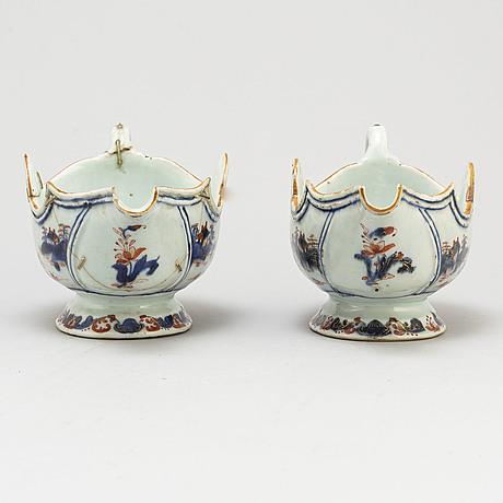 Two sauce boats, qing dynasty, qianlong (1736-95).