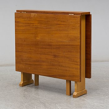 A second half of the 20th century 'Vapensmeden' gate leg table by Carl Malmsten.