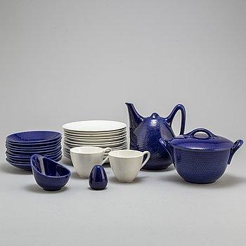 HERTHA BENGTSON, a 18-pieces porcelain 'Blå eld' service, Rörstrand.