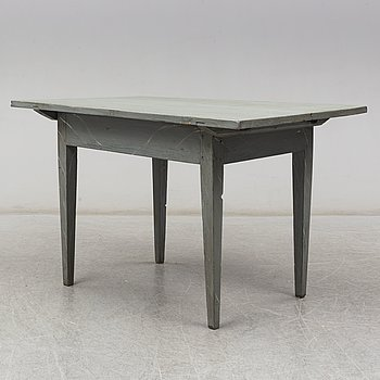 a table from the first half of the 19th century.