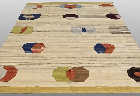 Carpet, flat weave, ca 290 x 230 cm.