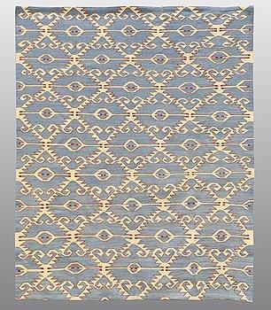 CARPET, flat weave, ca 234 x 186 cm.