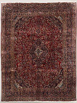AN old Meshad carpet ca 391 x 293 cm.