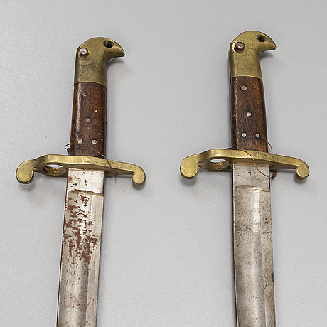 Sabelbajonetter, 2 st, m/1867, samt hirschfÄnger, 1800-tal.