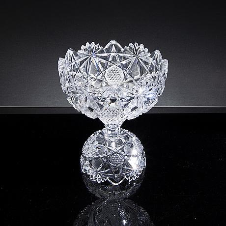 A 20th century cut glass bowl