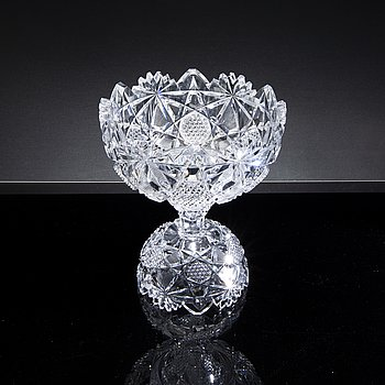 A 20TH CENTURY CUT GLASS BOWL.