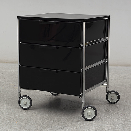 """Antonio citterio & oliver lÖw, a 'mobil"""" container for kartell"""