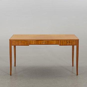"""CARL MALMSTEN, skrivbord """"Nya Gullheden"""" Åfors möbelfabrik 1900-talets andra hälft."""
