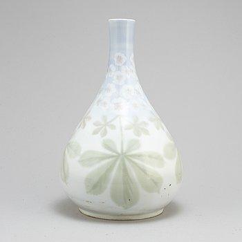 NILS EMIL LUNDSTRÖM, an Art nouveau porcelain vase from Rörstrand, eraly 20th Century.