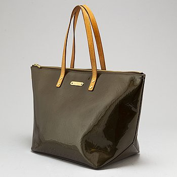 LOUIS VUITTON, a 'Vernis Bellevue' bag.